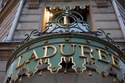 1280px-Ladurée,_Champs-Élysées_2009 (400x266) Edit version